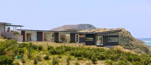 New zealand contemporary beach house design that 39 s made to for Beach house designs in new zealand