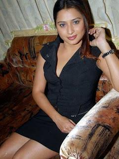 Leggy Pictureshoot of Farah Khan  (2).jpg