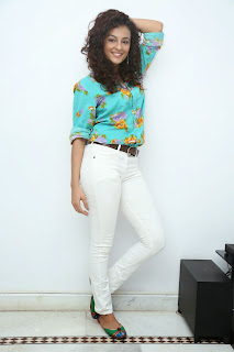 Seerath Kapoor Glamorous Picture shoot 065.jpg
