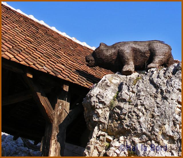 urs de lemn cetatea rasnov