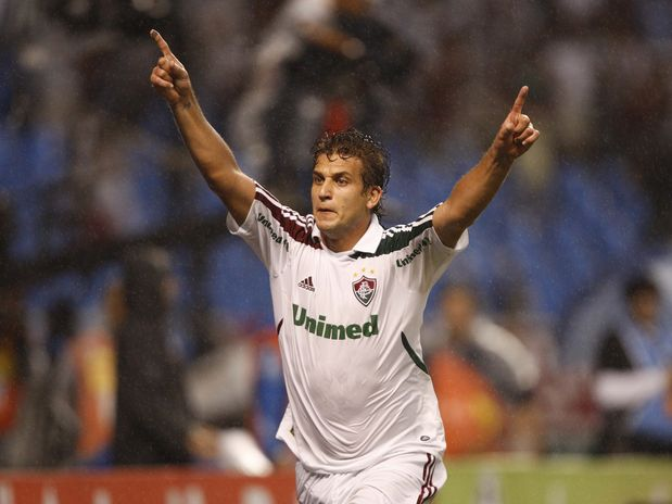 Rafael Moura, do Fluminense, fez o primeiro gol do jogo e comemorou bastante