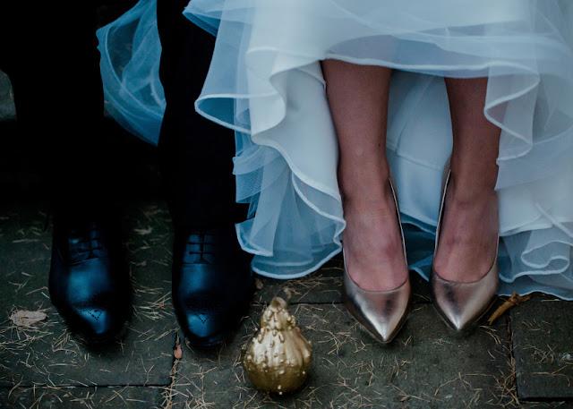 Złote pantofelki ślubne