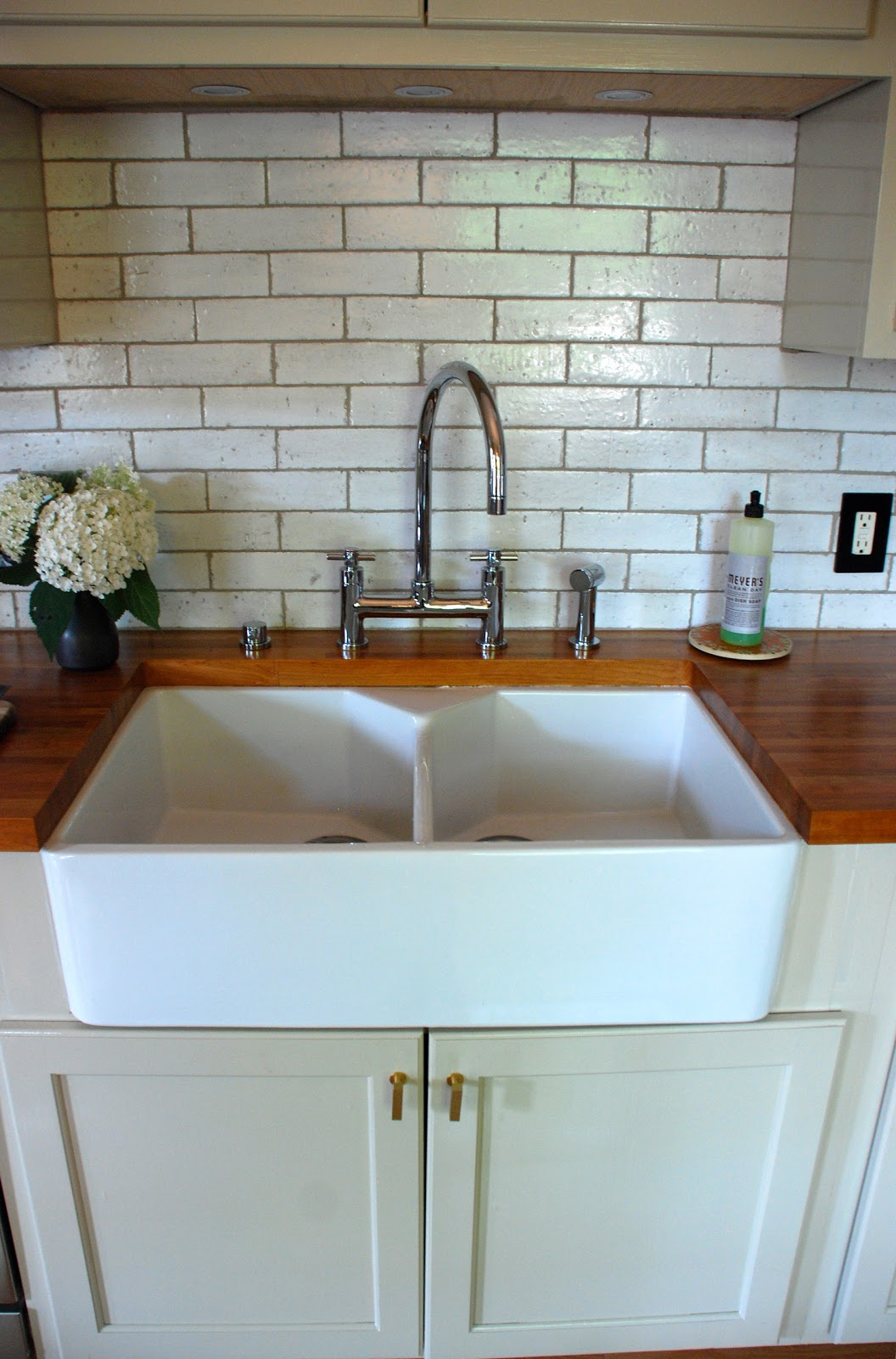 Fireclay Double Country Kitchen Sink - Country Homes