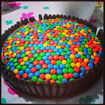 Torta con rocklets y golosinas imagui for Tortas decoradas sencillas