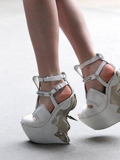 бели обувки на платформа Alexander McQueen