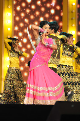 Gorgeous Shriya sharan performing at mirchi music awards