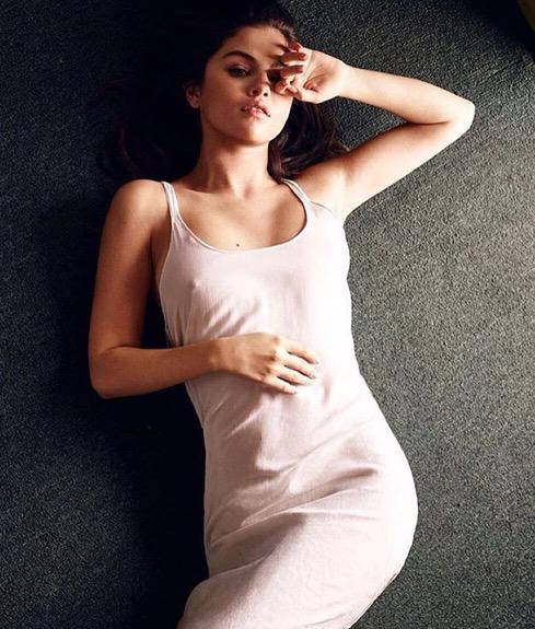 Selena Gomez semakin berani tampil seksi dan menggiurkan