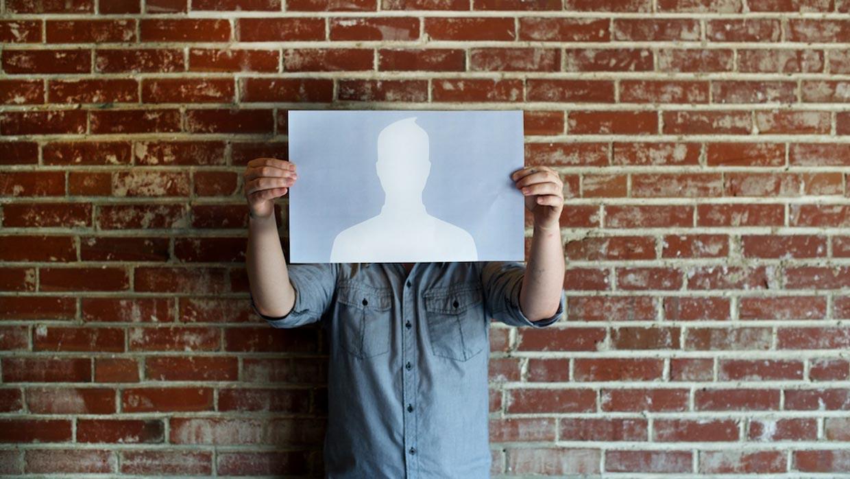 În fiecare om se ascunde un nimeni.