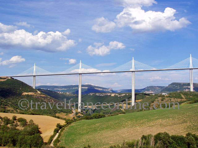 millau viaduct the highest cable stayed bridge road in the world online travel france. Black Bedroom Furniture Sets. Home Design Ideas