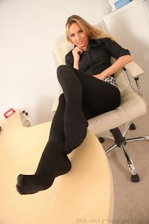 Twerking blondes - rs-5606567675f4b-756255.jpg
