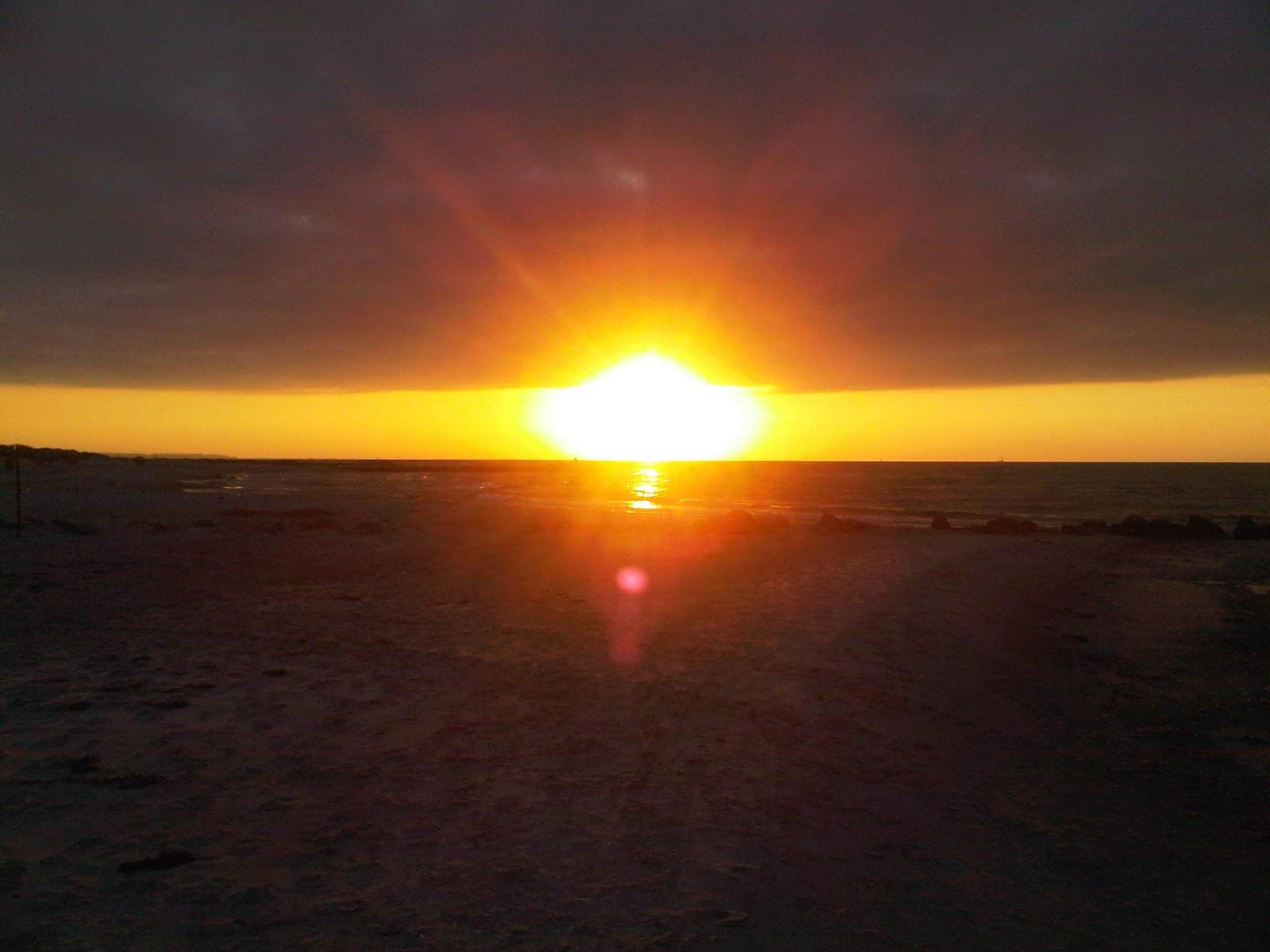Strand von Kalifornien vor den Dünen bei Sonnenuntergang