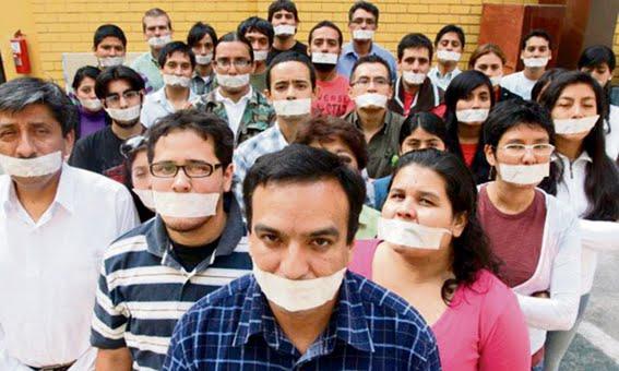 """EL UNIVERSAL PERU: """"Ley Mordaza"""" nuevamente amenaza a la prensa"""