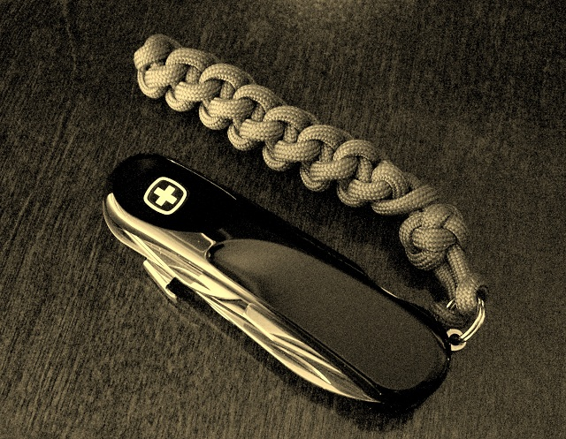 how to make a round paracord lanyard