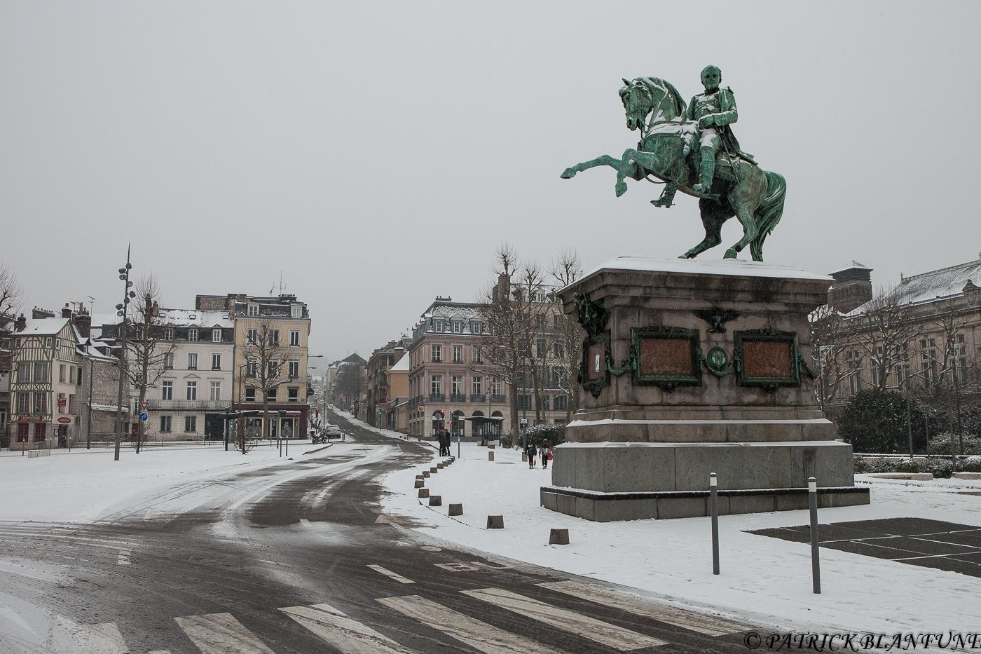 Rouen un autre regard rouen sous la neige for Piscine ile lacroix rouen
