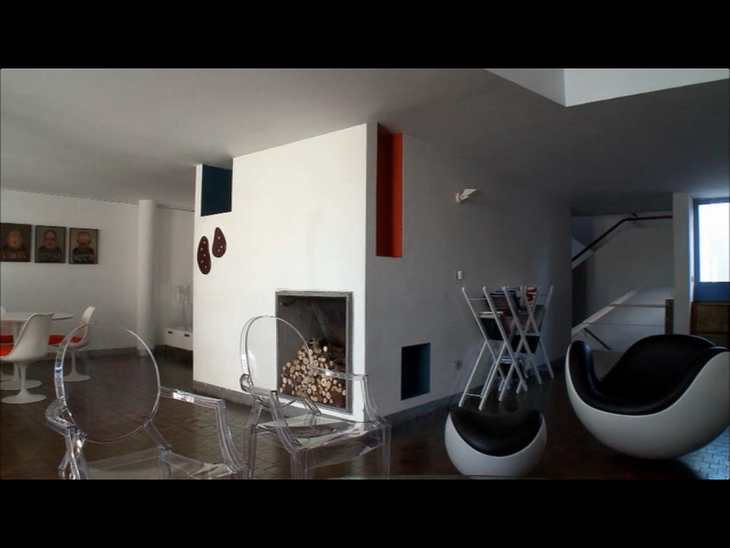 """interior da casa projeta por Le Corbusier servindo de cenário para o filme """"O homem ao lado"""""""
