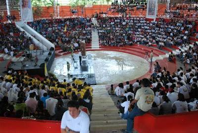 Centenas de jovens se reúnem no México para manifestar o empenho missionário