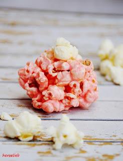 Der Clou bei diesem Rezept für rosa Marshmallow-Popcornbälle ist das gesalzene Popcorn