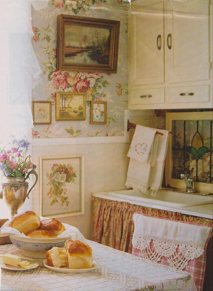 Eye for design decorating vintage cottage style interiors for Cottage home decor