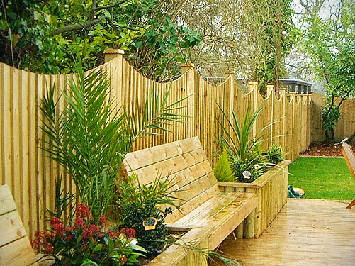 Decorating house with a garden fence for Better homes and gardens fence ideas
