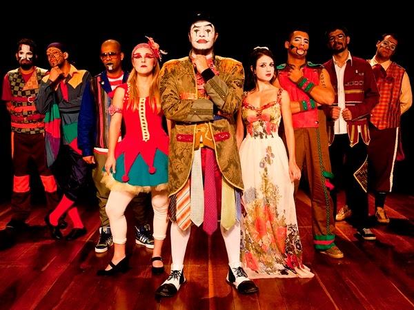 Teatro Mágico faz show no Clube Campestre, em Campina Grande