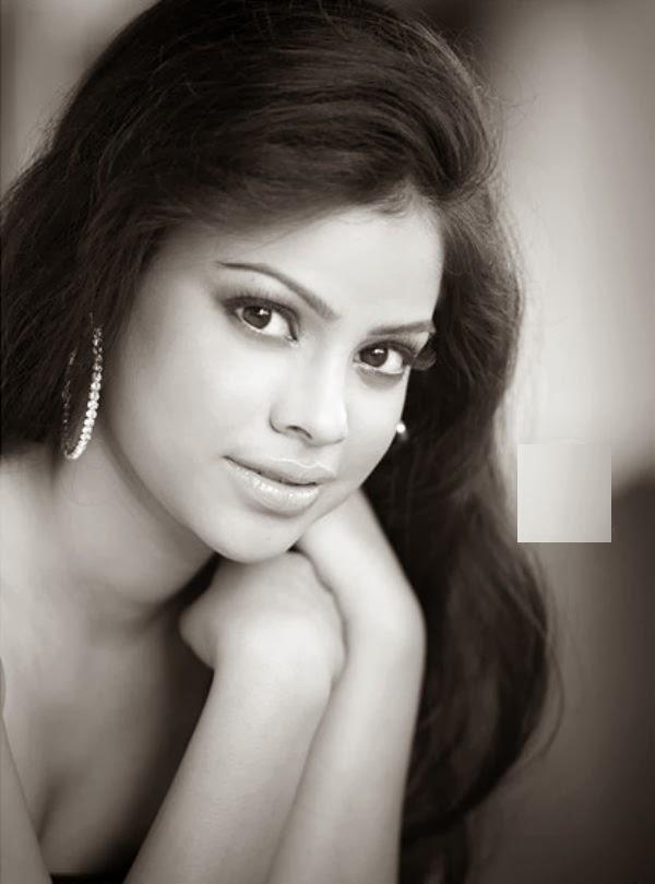 Sumona Chakravarti HD Wallpapers Free Download