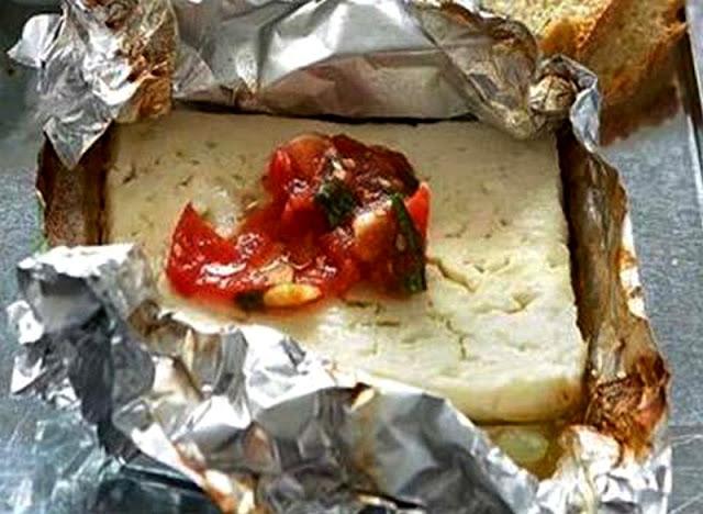 ψητή φέτα με ντομάτα-ορεκτικά-Η συνταγή της ημέρας-τυρί φέτα
