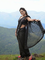 Ester Noronha latest photos in black saree-cover-photo