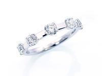 リメイクしたダイヤモンドリングを斜めから撮った写真