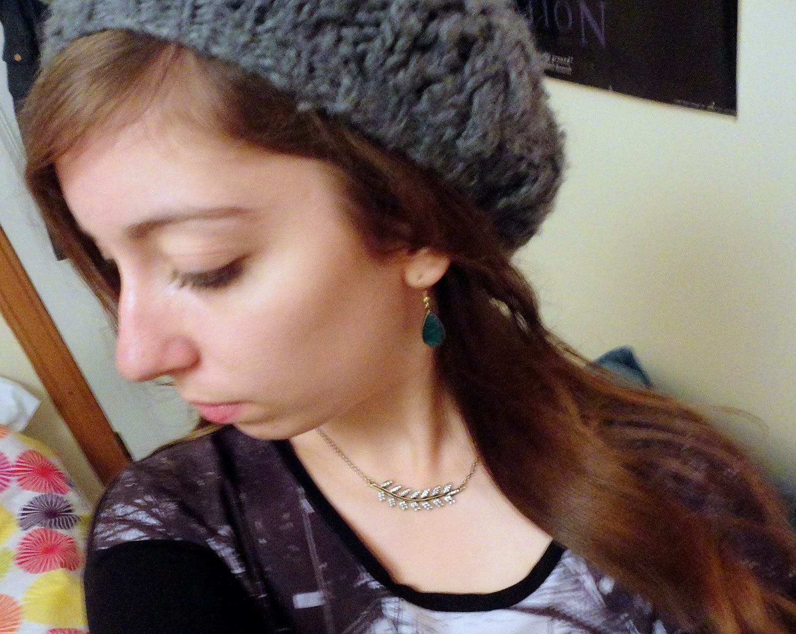 Grey beanie, feather necklace & teardrop earrings