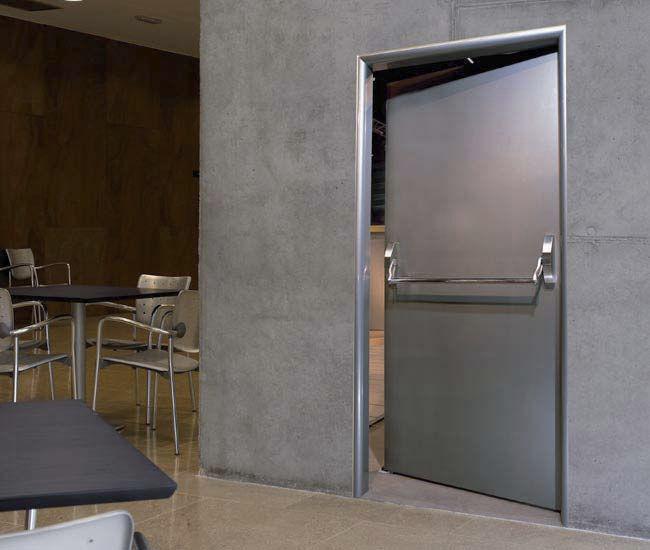Pintu stainless di dalam Gedung