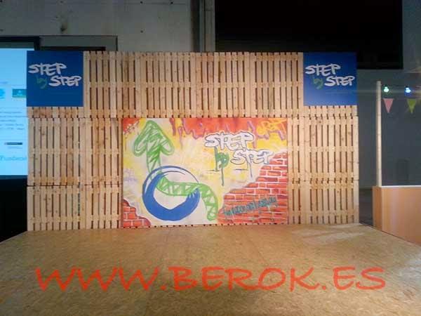 Mural de Step by Step que va directamente a sus oficinas como decoración
