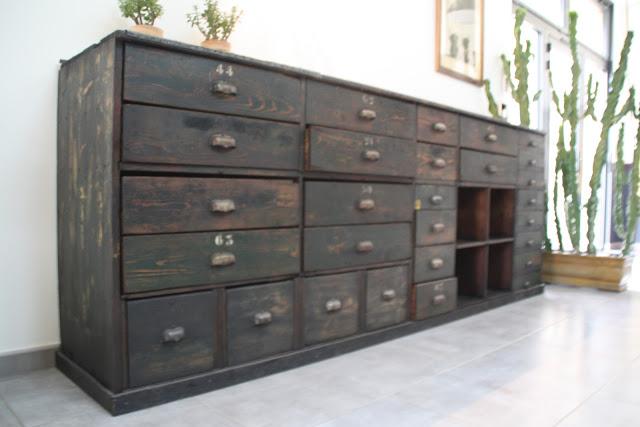 le beau est mien meuble de m tier d 39 atelier. Black Bedroom Furniture Sets. Home Design Ideas