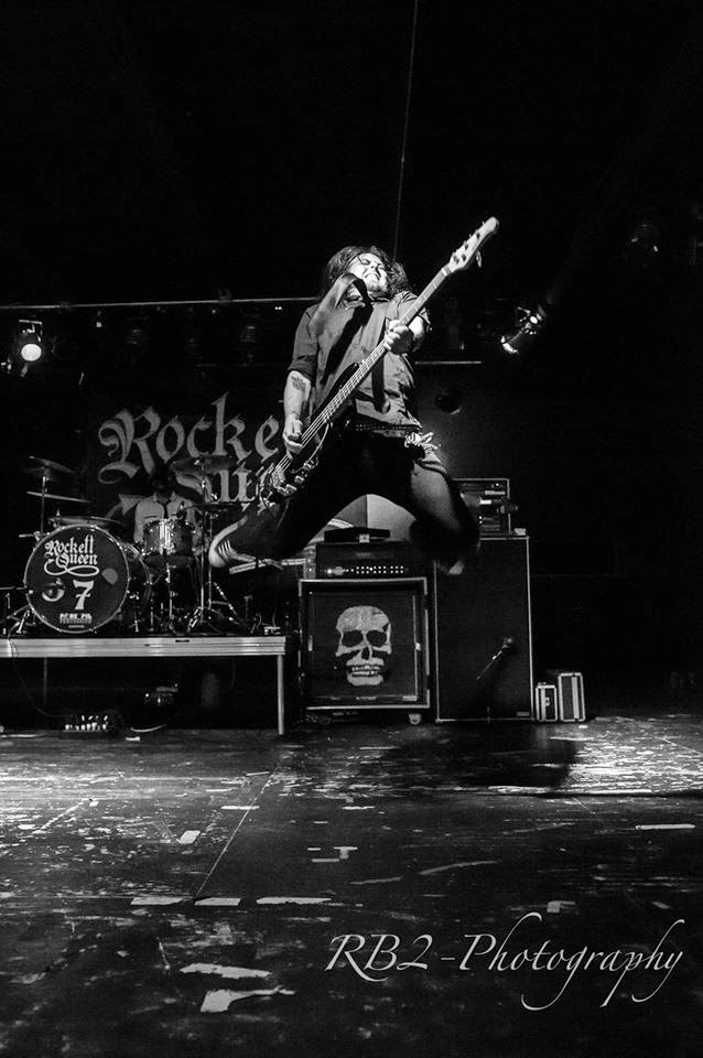 how to jump with a guitar
