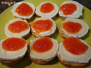 Canap s con queso rulo de cabra y mermelada de pimientos for Canape queso de cabra