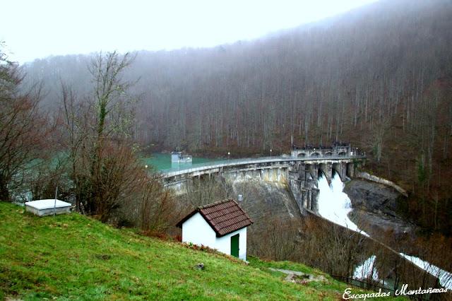 Embalse de Irabia, central hidroeléctrica de Irati.