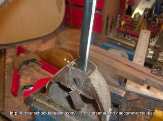 Άδειασμα της μορσότρυπας με σκαρπέλο