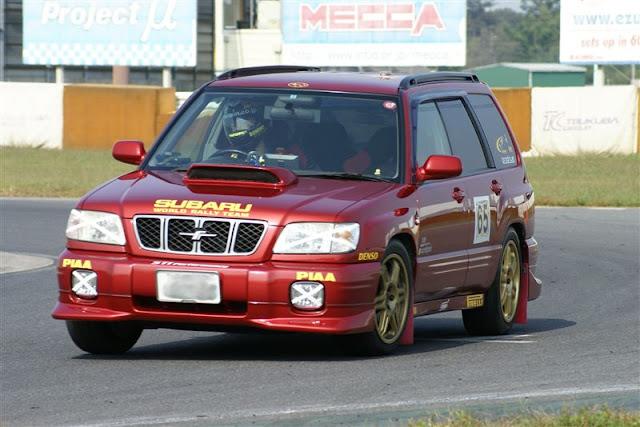 Subaru Forester, ciekawe samochody używane do wyścigów, nietypowe auta w sporcie, JDM, japońskie tory wyścigowe, ciekawostki motoryzacyjne
