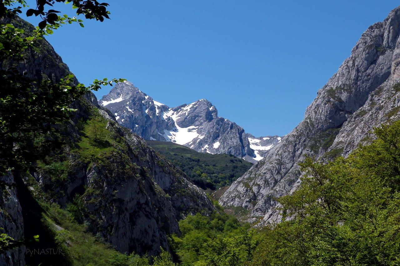 La Foz Grande con Los Fontanes al fondo - Quirós - Asturias