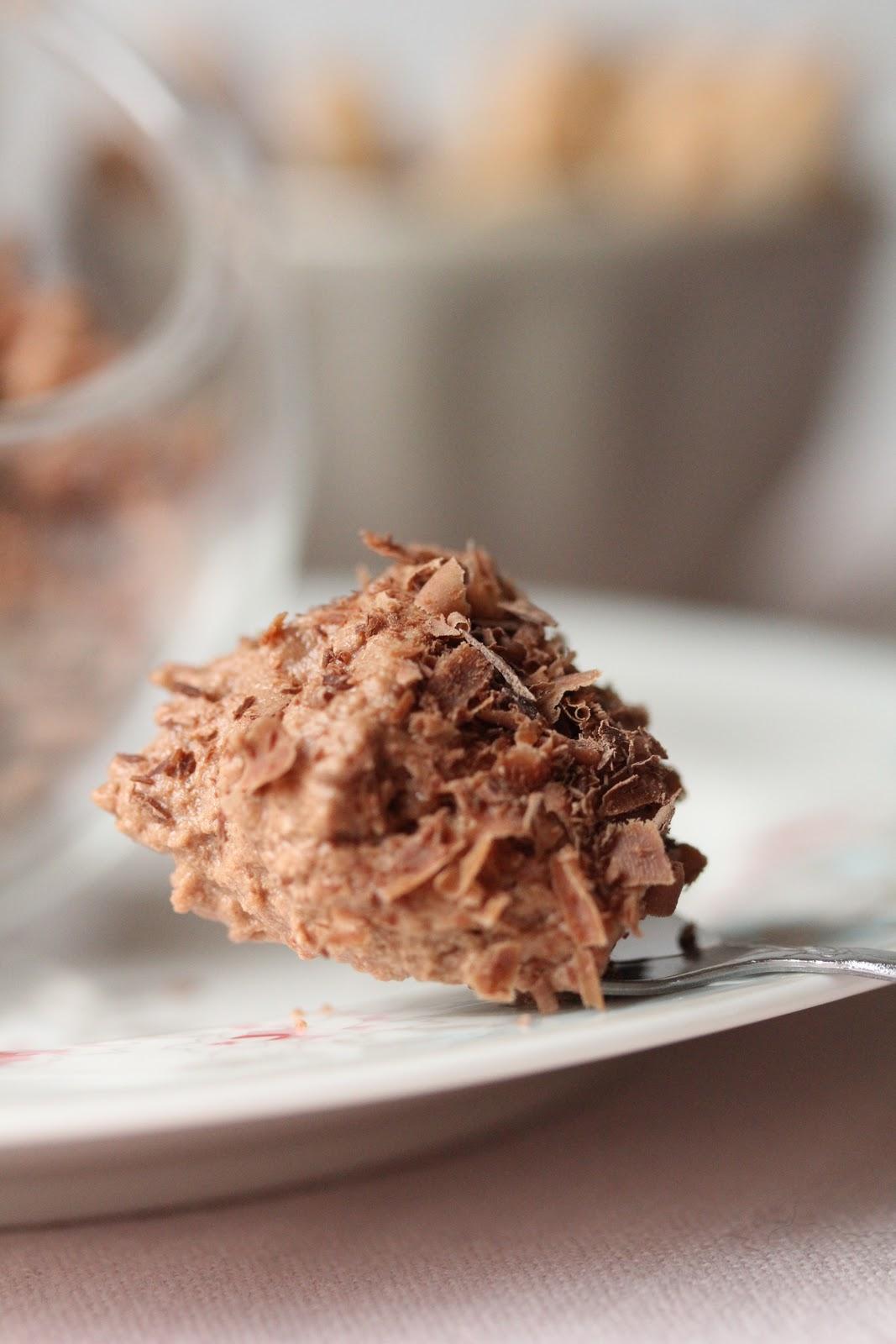 on dine chez nanou mousse au chocolat l g re uniquement. Black Bedroom Furniture Sets. Home Design Ideas