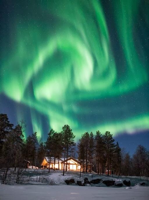 'Ledakan' Aurora Hijau di Langit Malam Norwegia