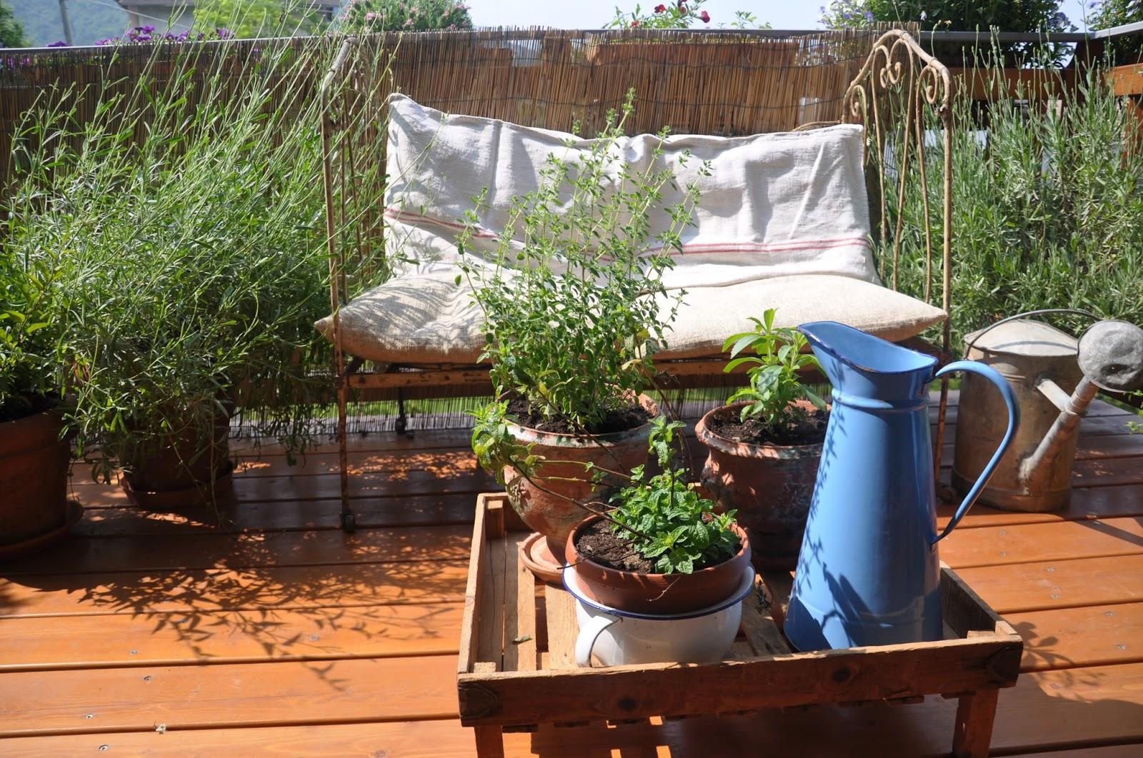 Il giardino del brocante la mia terrazza vintage for Lettini da terrazzo