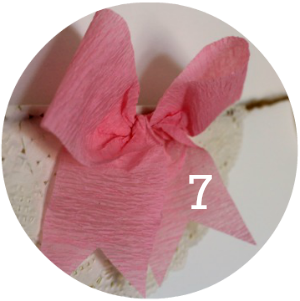Make your own DIY paper bow garland on a shoestring!
