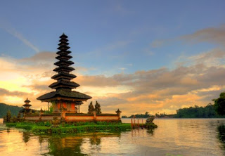 pura danau beratan, pura ulundanu bedugul, beautiful temple in Bali