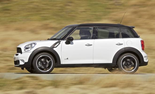 Mini Countryman Coooper SD driving