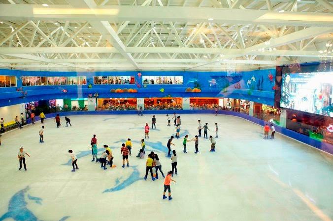 Sân trượt băng Vinpearl Ice Rink - TTTM Vincom Mega Mall - Chung cư Royal City
