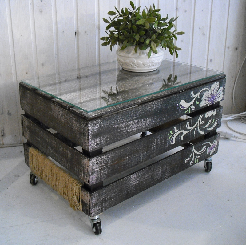 1unik in action wooden crate turned into coffee table. Black Bedroom Furniture Sets. Home Design Ideas