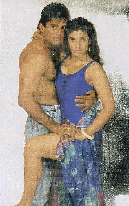 Raveena Tandon Old time Lipkiss Hot