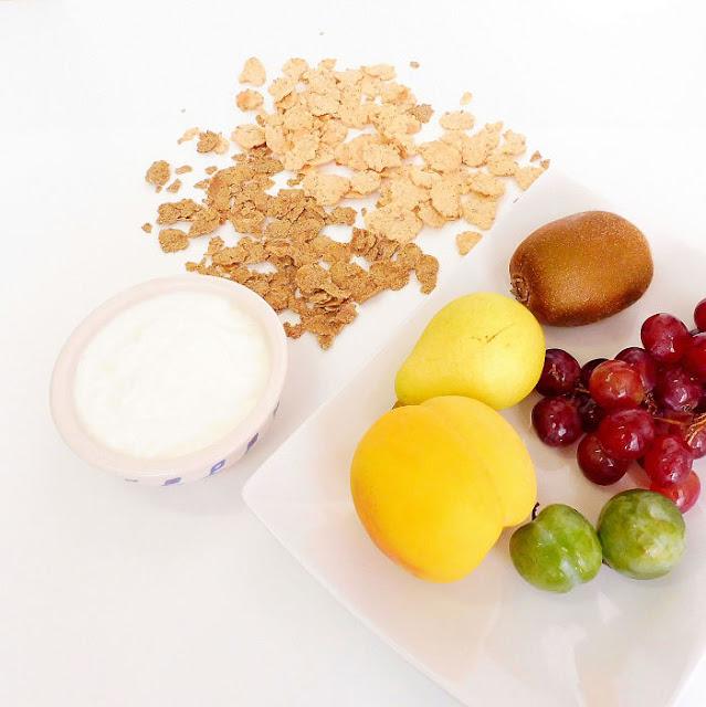 Frutas, yogurt y cerelaes