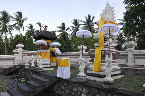 Santi Sari Boutique Hotel Goris Bali Temple