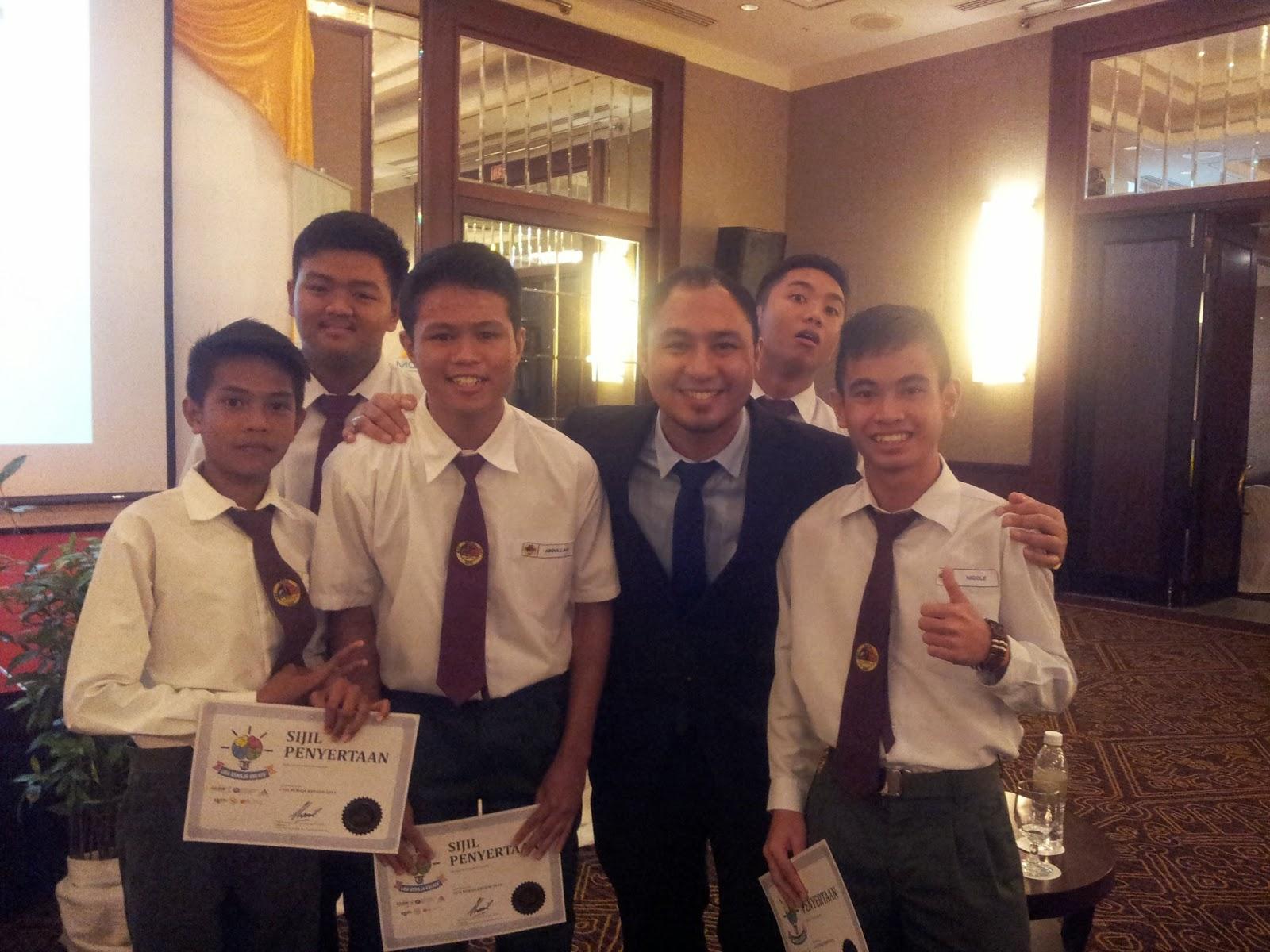 bersama pelajar SMK Baru Miri